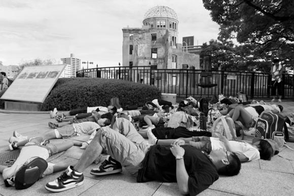 the events in 1945 during the atomic bombing of hiroshima in japan by the us Timeline: the road to hiroshima on august 6, 1945, the united states changed the face of warfare when it dropped an atomic bomb on hiroshima, japan here are the events leading up to the.