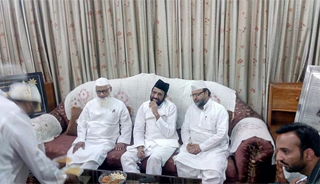 at darul uloom deoband tauqeer raza khan says attempts on to malign