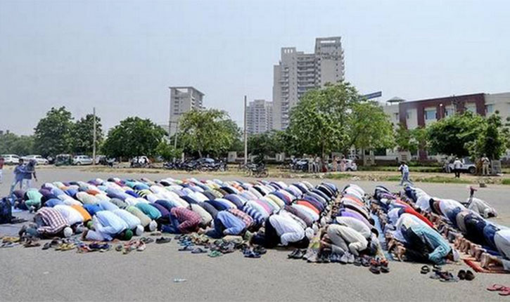 Offering Namaz in open spaces Noida