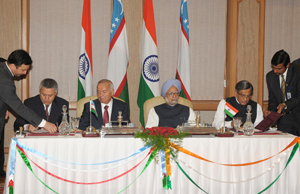 Prime Minister Dr. Manmohan Singh and President of ...